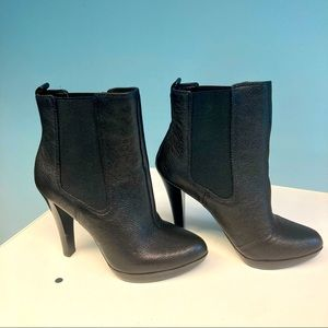 MICHAEL KORS Chelsea Style Heeled Ankle Booties
